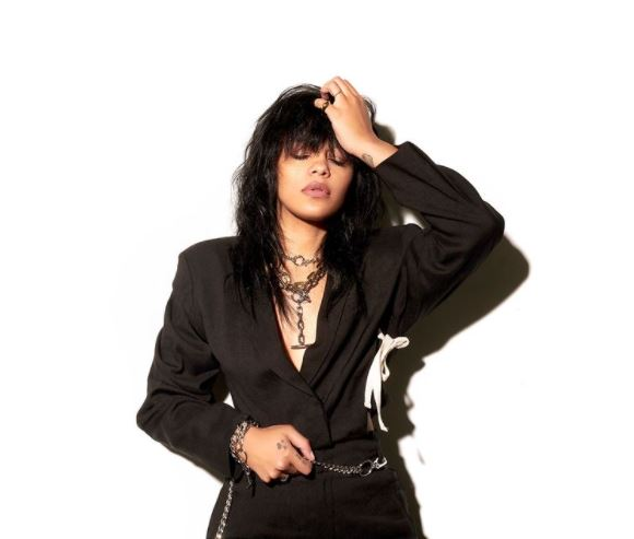 Win 1 of 10 $200 Kia Canada prize packs + access to the virtual Fefe Dobson concert –